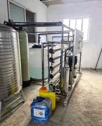 青岛一吨双级反渗透加洗化灌装设备
